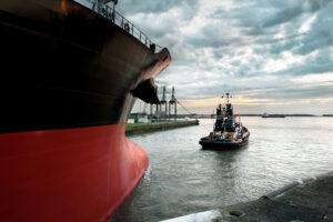 Eminox OE Marine tug boat pulling ship